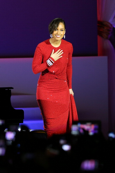 Alicia Keys in Michael Kors gown. (Photo: zimbio.com)