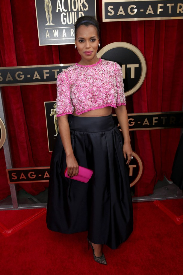 Kerry Washington poses on the red carpet at the 2014 SAG Awards.
