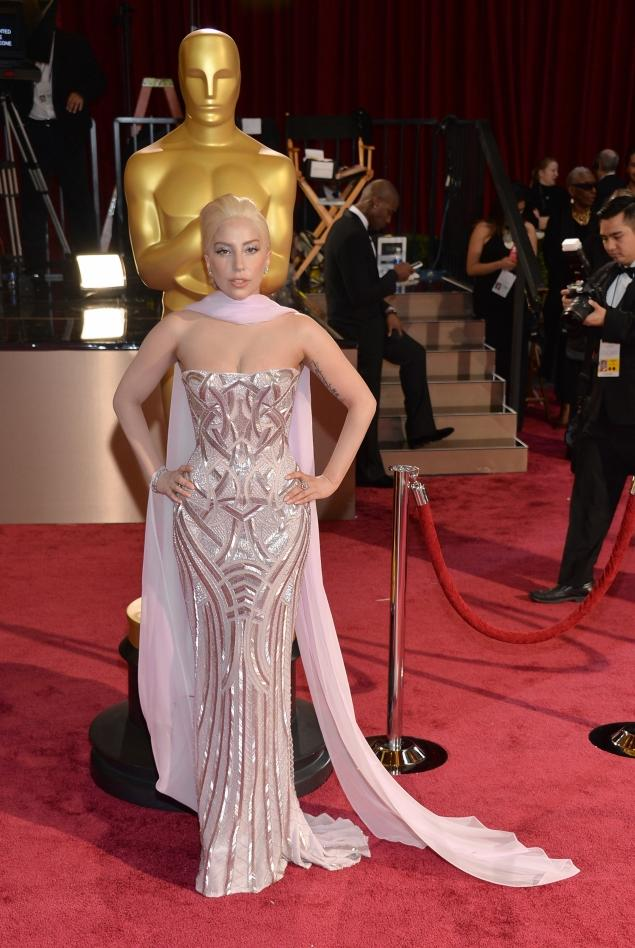 Lady Gaga in Versace at the Oscars. (Photo: Michael Buckner, Getty Images)