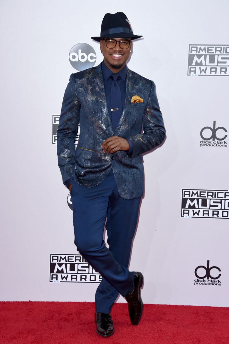Ne-yo shows off his personal style in this blue ensemble.  (Photo: Getty Images)